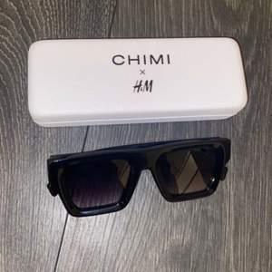 Svarta Chimi x H&M solglasögon, nyskick!