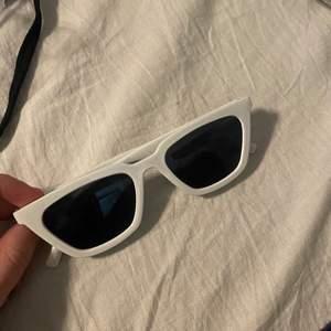 Super snygga lite cateye solglasögon. Säljer pga att jag har nästan exakt likadana sen tidigare, aldrig använda😋 60 inkl frakt