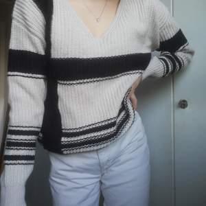 Stickad tröja med mönster, köpt på ullared, använd få gånger! ❤️