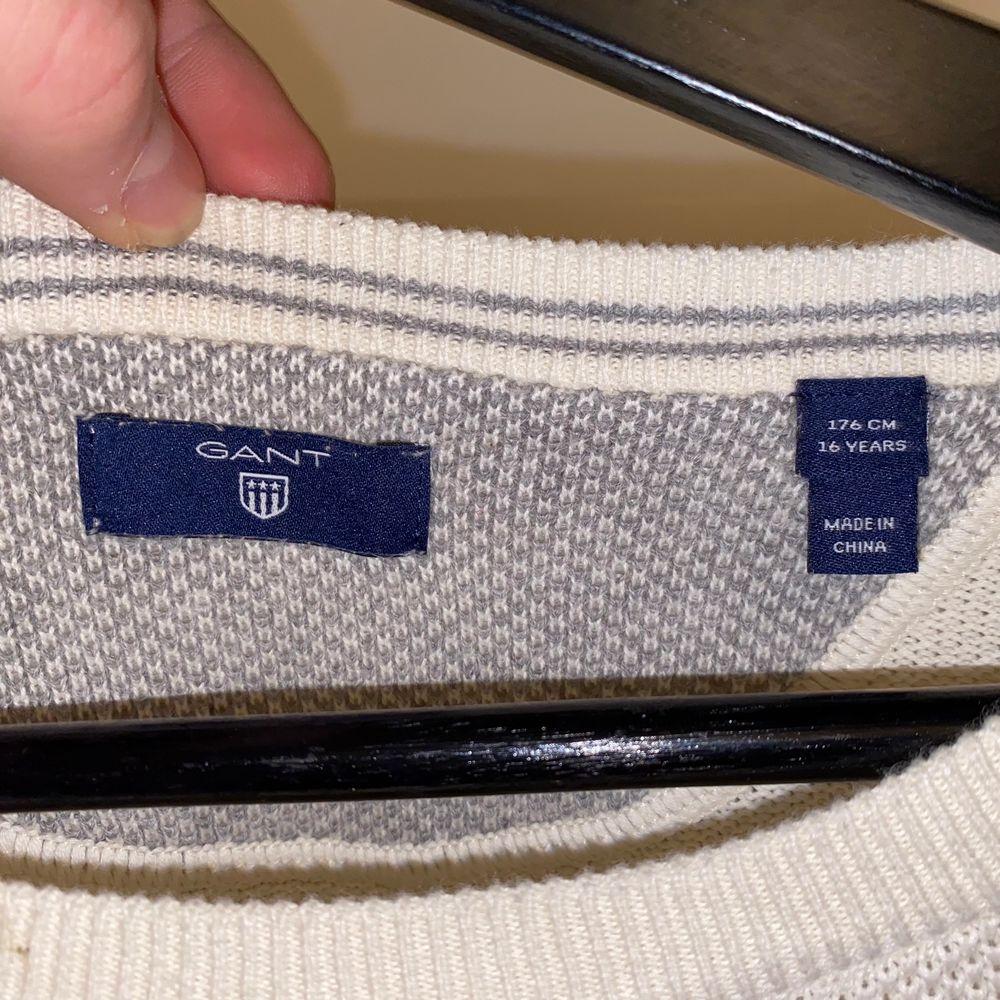 Säljer en schysst Gant crewneck. Köpt från Gant.se för 699kr+frakt. Bra skick (8/10). Priset är förhandlingsbart och köparen står för eventuell frakt. . Huvtröjor & Träningströjor.