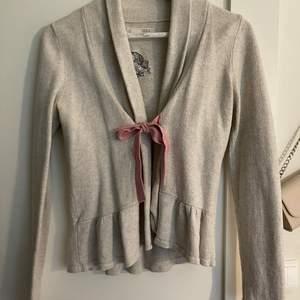 Odd Molly tröja som jag knappt har använt då de inte är min still. Den är i fint skick och knappt använd. Mitt utgångs pris är 350 kr då en ny kostar 1800 kr ungefär. Vid snabb affär kan pris diskuteras. Köpare står för frakt!!