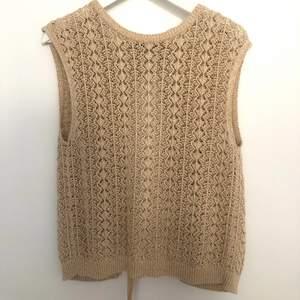 Megagulligt virkat linne/ väst från Mango!!!! Älskar den här, men TYVÄRR kommer den inte till användning💔 Köpes förra sommaren och finns inga som helst defekter! 🧚 Köparen står för frakt!