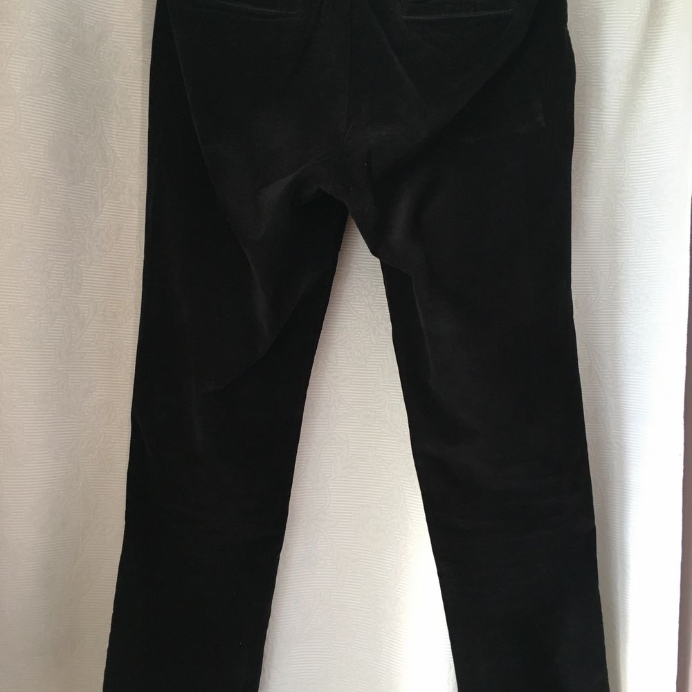 these trausers are made of a soft and comfortable fabric, they're from a quality brand and you can match them form create a casual or elegant outfit! I PUY HALF OD THE SHIPPING PRIZE. Jeans & Byxor.