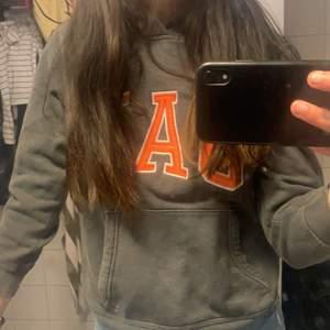 Säljer en GAP tröja i bra skick int använd så mkt ❤️