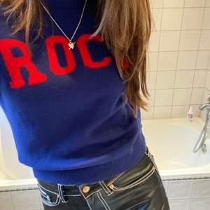 Säljer en zadig tröja som jag köpte för någon månad sedan här på plick (sista bilden är tagen från förra ägaren). Den är i barnstorlek men passar xs-s. Superfint skick! 💕💕 Buda gärna i budgivningen!!