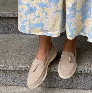Säljer superfina nya loafers i äkta läder. 39 storlek (25,5 cm)