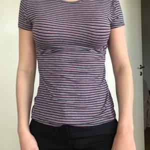 Supermjuk randig t-shirt från zara, säljes pga används inte.