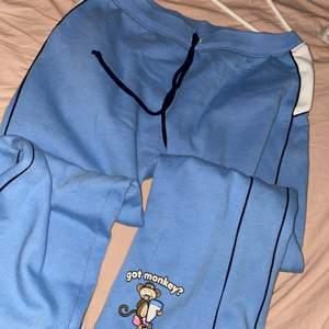 Mjukis / byxor som jag köpt på depop. Från usa, bobby jack är märket. Ljusblå och utsvängda. Knappt använda då dom är lite korta för mig.