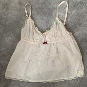 Säljer detta superfina linne då det inte kommer till användning, sparsamt använt inga fläckar eller liknande💕