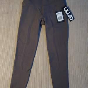 Gråa seamless leggings från Aim'n i storlek S. Helt nya och oanvända med prislappar kvar. Nypris 599 kr.
