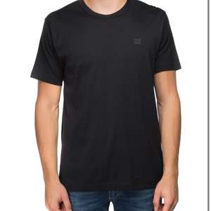 Säljer min Acne Studio T-Shirt vid bra bud! Knappt använd 9/10.