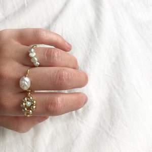 Gör dessa fina ringar efter beställning🤍 finns olika pärlor att välja mellan ☺️ följ gärna på Instagram @moore_label för mer fint!