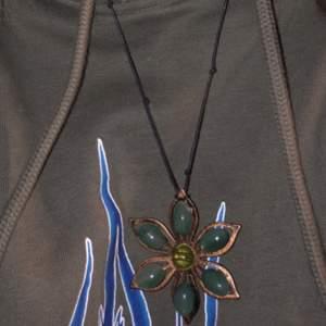 Säljer detta halsband som jag gjort själv. Skriv i PM om ni är intresserade eller för fler bilder/frågor. ❤️🦋