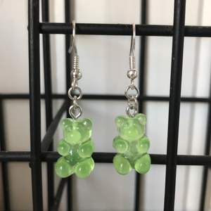 Gröna gummibjörnsörhängen 💚