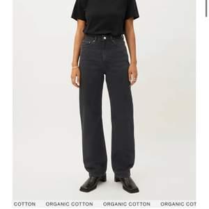 Säljer mina superfina Rowe jeans då jag har flera svarta jeans och behöver rensa. De är 25/32 (slutsålda). Färgen är Echo black, svarta stentvättade. Man får sjukt snygg rumpa dom. Budgivning ifall fler är intresserade 💕