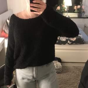Säljer min tröja då den aldrig används. Storlek M men skulle passa som lite större S också. Frakten står köparen för!