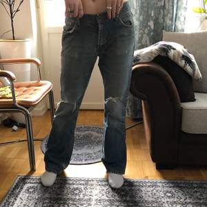 Coola lågmidjade jeans, låga och lite vidare😇