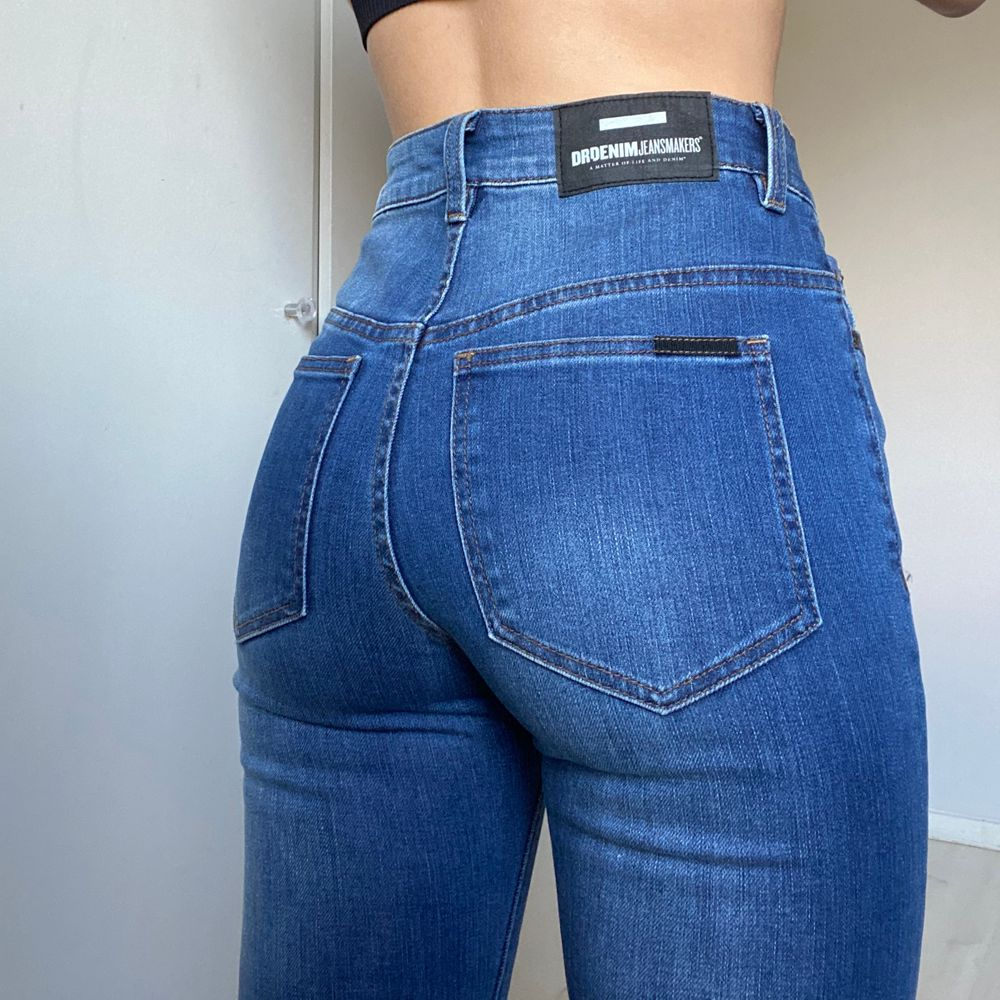Helt oanvända jeans från Dr Denim! Stl W26 L30. Straight leg och lite lite utsvängda längst ned. Nypris: 599kr . Jeans & Byxor.
