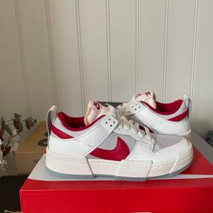 Nike dunk low Disrupt, helt nya och oanvända. Skickas snabb och spårbar. Undrar ni över något? Skriv gärna så svarar jag så fort jag kan 🙂