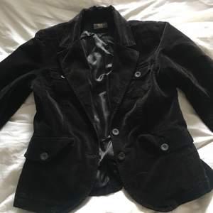 Säljer denna kostymjacka, skriv privat vid intresse eller vid fler bilder på jackan💗