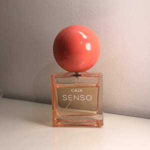 Parfym från Caia Cosmetics, nypris 599kr. Nästan 100% kvar av innehållet.
