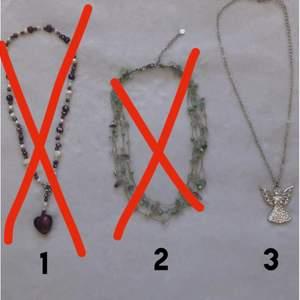Säljer 3 gulliga halsband✨ Halsband 3 är helt oanvänd. För mer info eller bilder skriv till mig i dm.    1. 10kr 2. 20kr 3. 30kr🔱                              ❌halsband 1 & 2 är sålda❌