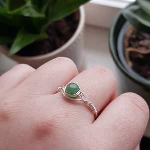 Jag har börjat sälja smycken på min etsyshop MaJewellerySE. Kolla gärna in den! Jag säljer kristallringar och olika örhängen. Priserna varierar från 50-60kr med undantag för ett par rosenkvarts hoop örhängen. Kolla gärna in!