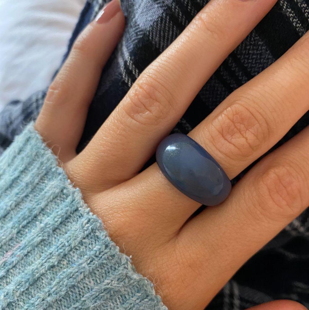 Superfin blå ring. Accessoarer.