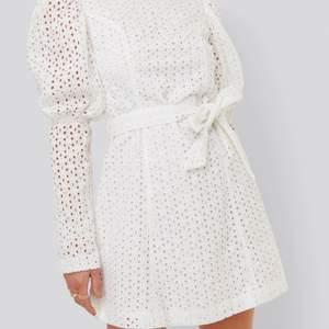 SÖKER denna klänning från NAKD i både vitt & blått!! Hör gärna av er om ni har en hemma som ni är villiga att sälja!! ❤️❤️