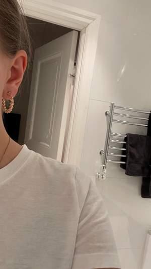 Säljer dessa örhängen från HM. Ändats använda 1 gång