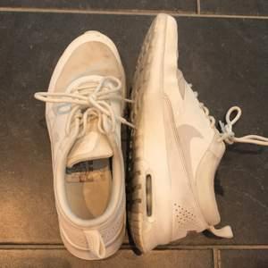 Säljer dessa Nike skor efter en del användning. Buda i kommentarerna!!! 🤩