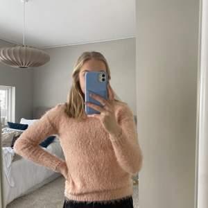 Jättemysig rosa tröja från DREAMS i stlk 150, använd endast 1 gång! Köpt för 250 kr💓  Passar perfekt nu till vinter då det börjar bli lite kyligare☃️