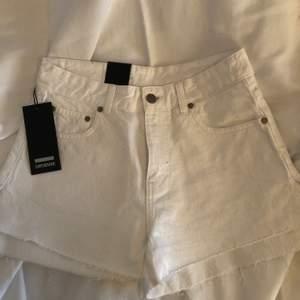 Vita shorts från DRDENIM