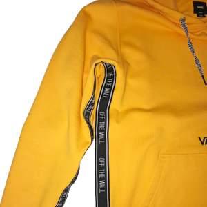 Vans reverse taping hoodie i skick 8/10, frakt tillkommer, pris kan diskuteras, betalning sker via swish, hör av er vid frågor & intresse.