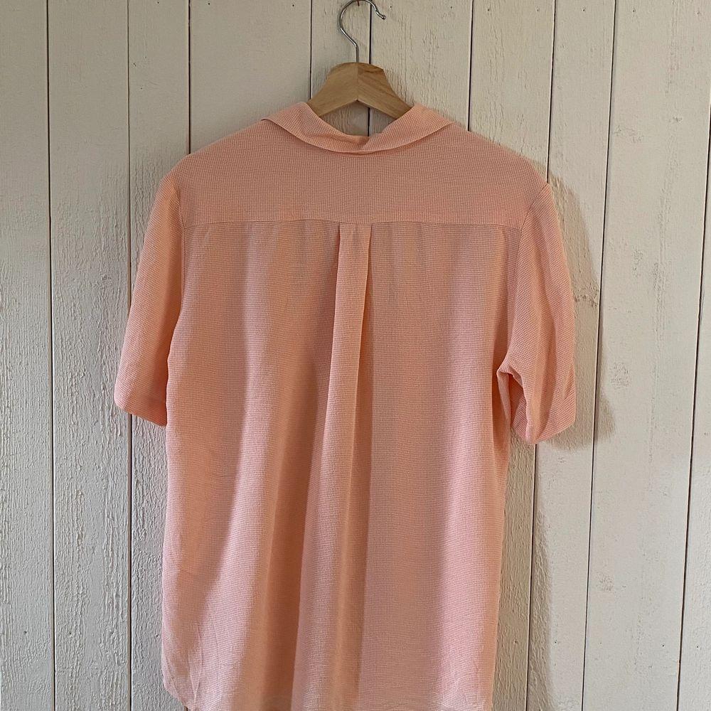 Luftig och snygg skjorta från Seiden Sticker. Bra skick. . Skjortor.