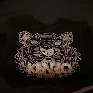 Säljer min superfina kenzo tröja som blivit för liten för mig. Den är i nyskick och nästan aldrig använd
