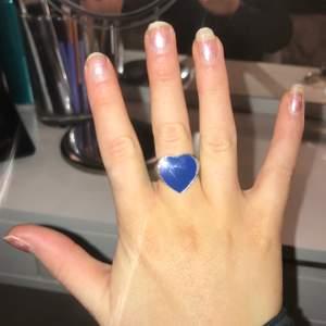 Fett cool tvåsidig ring som är populär!! Helt ny
