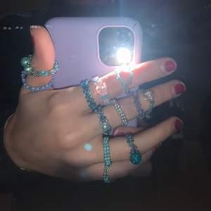 Säljer alla dessa egengjorda ringar, 20kr st. Eller köp 3 för 30kr.  Alla för 150kr. Frakt på 12kr tillkommer om du köper 5 eller färre. 18kr om du köper fler än 5st. Men jag kan även mötas upp i gävle.