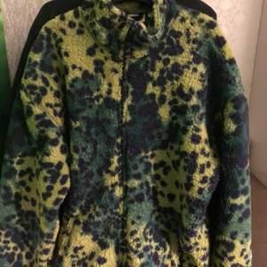 ull jacka i galna färger! storlek M