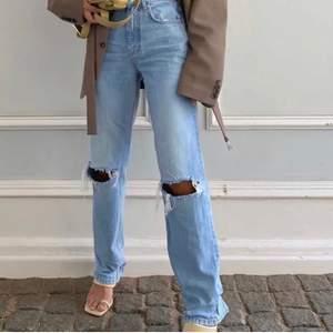 Helt nya jeans, använda Max 2 gånger. Storlek 32 men passar en 34 också! Bud från 300kr