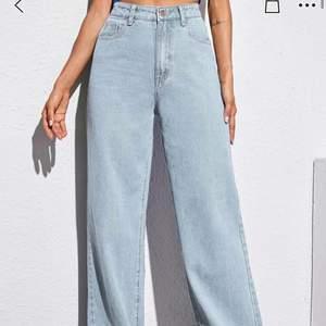Blåa fina jeans från Shein har inte används endast testad en gång men var för stora!!!