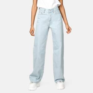 Säljer dessa wide jeans från junkyard, använd ca 5 ggr! Frakt 70kr!