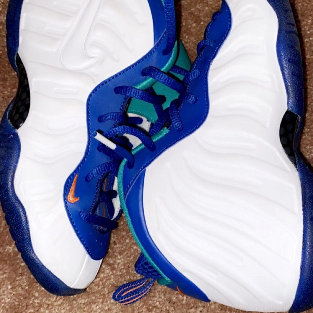 Nike foamposite 'Neptune Green' Youth Sneakers  Size: 3y   Been used once   CONDITIONS 9/10. Skor.