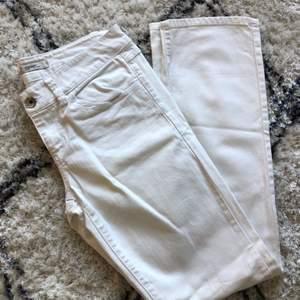 Vita Jeans från Esprit, rak modell och i storlek 29/32💞