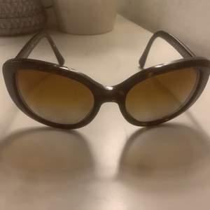 Dolce & Gabbana glasögon, round. Frakten ingår i priset. Priset kan sänkas