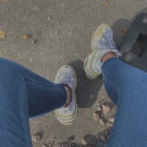 Säljer nu mina Balenciaga skor, älskar dom men börjar tröttna lite😅 Står 40 som storlek men passar mig med strl 38. Pris kan diskuteras