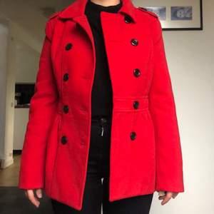 Röd ullkappa från H&M i strl 36 🍒