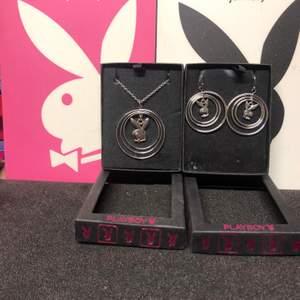 Smycken från Playboy. Halsband 250kr och örhängen 150kr och frakt. Ändats halsband kvar!!!!!!Följ instagram -Laborooo
