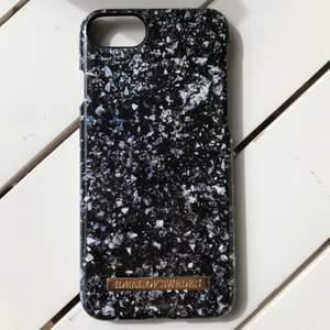 ett skal från ideal of sweden, Hannalicious kollektion!✨ passar iPhone 6/6s/7/8. är i väldigt bra skick! frakten ingår i priset 🥰