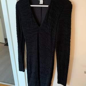 H&M klänning i storlek S. Köparen står för frakten.